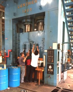 0671 LIEN CHIEN TAIWAN Hydraulic Press 1200T 1